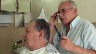 getlinkyoutube.com-Cadeira de Barbeiro é um Confessionário (Direção: Mariana Fernandes)