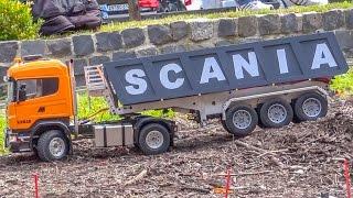 getlinkyoutube.com-RC Tractors! Trucks! Excavators! Big Action on a huge outdoor display!