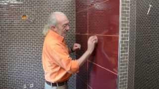 getlinkyoutube.com-Pose de carrelage en verre dans une salle de bains - Bricolage avec Robert