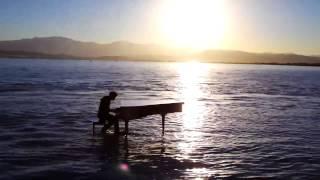 getlinkyoutube.com-水上钢琴演奏Radioactive