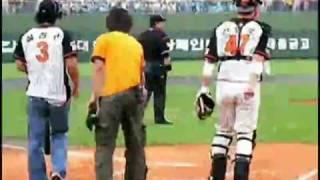 Ha Ji Won plays baseball