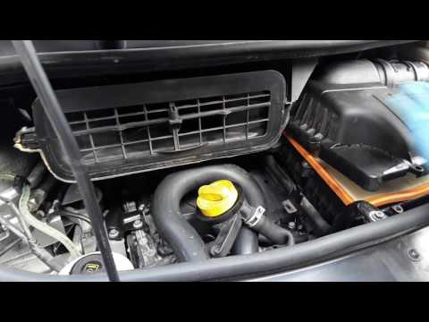 Air Filter Replacement on a Vauxhall Vivaro, Renault Trafic and Nissan Primastar 2013MY