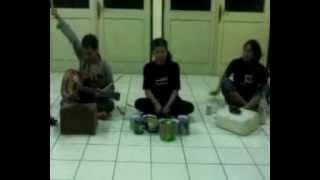 Musik kreatif ala Teater Akar FKIP UPS Tegal