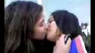 Girls kissing.3gp