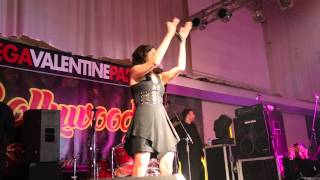 getlinkyoutube.com-Tune Maari Entriyaan Kanika Kapoor Live .BollywoodNight Nederlands 2015