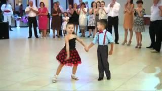 getlinkyoutube.com-Niños Bailando - Kids Dancing
