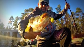 getlinkyoutube.com-Squarebill Fishing 101 - Crankbait Bass Fishing During the Spawn