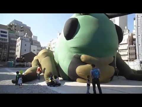 第1回横浜トリエンナーレの巨大バッタ