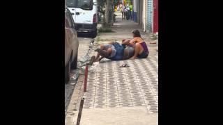 getlinkyoutube.com-Marido pega mulher com outra e o bicho pegou!