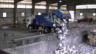 getlinkyoutube.com-Garbage Trucks Unloading - Part 2