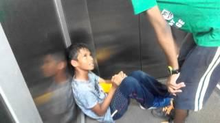 getlinkyoutube.com-Must see, the kids being beaten by the hero of upohar complex
