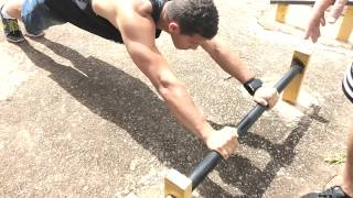 getlinkyoutube.com-Tutorial Treino Exercicio de rua Flexão Barra Bíceps e Tríceps - WouBarr