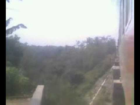 mau ketabrak KRD Bumi geulis di jembatan KA