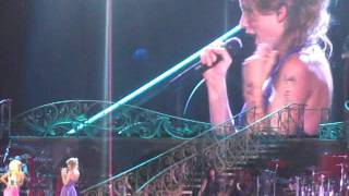 Taylor Swift & Nicki Minaj performent Super Bass en live à Los Angeles
