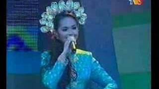 getlinkyoutube.com-Siti Nurhaliza Tari Tualang Tiga