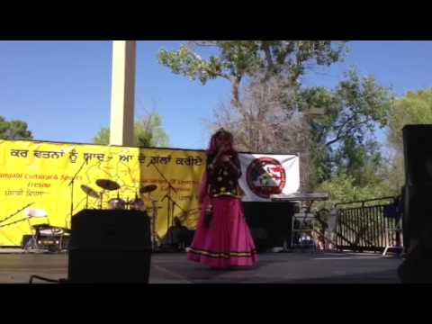 Aanchal Hayer Singing A Song @ Fresno Mela