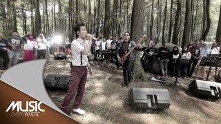 getlinkyoutube.com-D'Masiv ft Ariel Noah dan Momo Geisha - Esokkan Bahagia - Music Everywhere