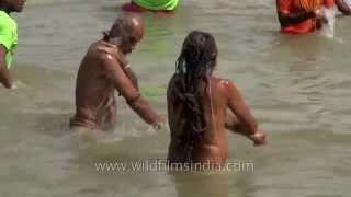 getlinkyoutube.com-Naga Sadhus attend 'Shahi Snan' during Nashik Kumbh