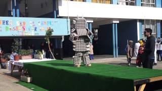 Desfile Trajes con Material Reciclado Escuela Grecia de Valparaíso