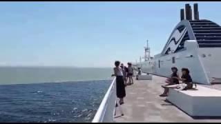 Alaska Gulf - Sea Water Merging