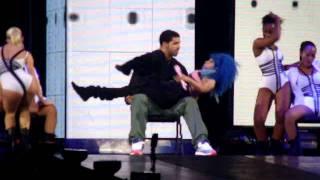 Nicki Minaj fait un lapdance à Drake sur scène à Toronto