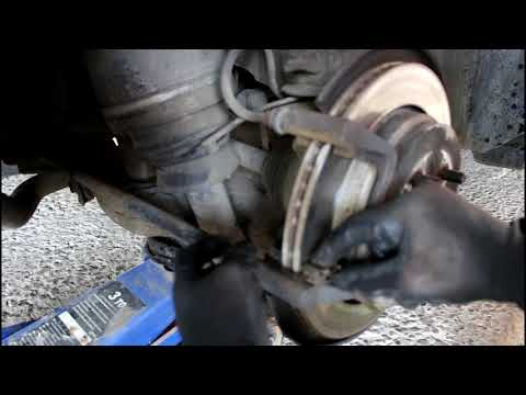 Замена задних тормозных колодок  Land Rover Discovery 3 Ленд Ровер Дискавери 3 2006