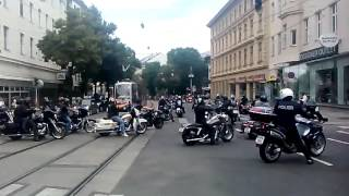 getlinkyoutube.com-Begräbnis Rudi81 - Trauerkonvoi der Hells Angels - am 27.6.2015