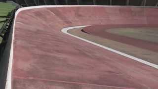 getlinkyoutube.com-velodrome rc car associated tc5 70mph velodromo brushless lipo coche radiocontrol speed crashe