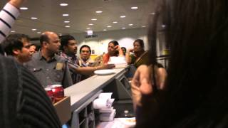 getlinkyoutube.com-Air India Airport Fight In Terminal!
