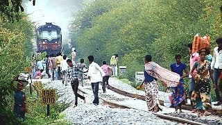 getlinkyoutube.com-PEOPLE MADLY CHASED BY DANCING TRAIN : Indian Railways