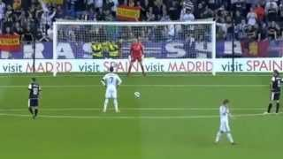 getlinkyoutube.com-Cristiano Ronaldo hardest penalty vs Malaga 8.5.2103