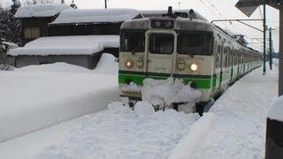 getlinkyoutube.com-[Heavy Snow] 115系電車 雪で線路がふさがれ発車できず 越後線 礼拝駅 2012.2.19