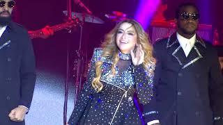 Konserde Hadise TWERK Vücut Ayrıntılarını Sergiliyor İFŞA FRİKİK !!