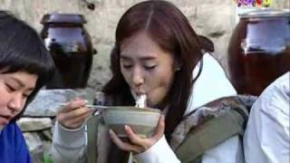 getlinkyoutube.com-SNSD Yuri - eating [mix cut]