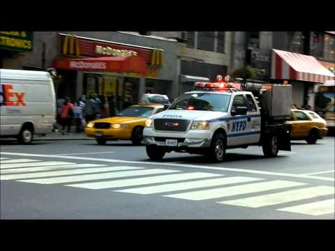 NEW YORK POLICE DEPARTMENT ESU BOMB SQUAD 8 VEHICLE CONVOY RESPONDS TO AN INCIDENT.
