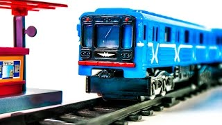 getlinkyoutube.com-Train Metro with Blue Wagon Russian Moscow Metro Toys VIDEO FOR CHILDREN