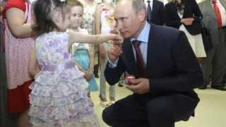 getlinkyoutube.com-Зачем Путин целует детей