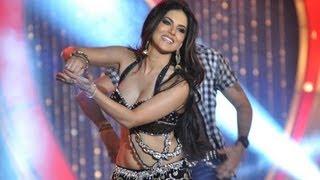 getlinkyoutube.com-Sunny Leone's 'Laila Teri Le Legi' Live Performance | Shootout At Wadala