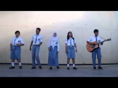VG XII IPA 2 SMANTI SORONG ( Medley lagu-lagu daerah, papua sulawesi jawa barat manado dan batak )