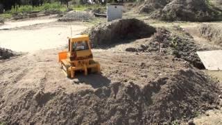 getlinkyoutube.com-Rc buldozer CAT D5 Bruder 01