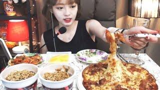 getlinkyoutube.com-식샤특집!!! 김치치즈탕수육,짜장범벅 :슈기의 먹방 [Shoogi's Eating Show] pizza & ramen