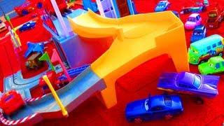getlinkyoutube.com-Cars 2 Tomica Motorized Mack Track Playset 2012 Tomy Takara Toys Disney Pixar Hauler Truck Railway