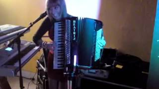 getlinkyoutube.com-beatriz y su aCORDEON MIX PASODOBLES