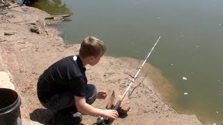 getlinkyoutube.com-Kid catches Channel Cats from the creek bank!