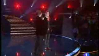 getlinkyoutube.com-Bunbury y Raphael - Infinito - TVE NOCHE BUENA 2008