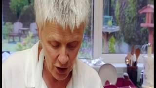 getlinkyoutube.com-Come Dine With Me - Leicester - Monday (Sue)