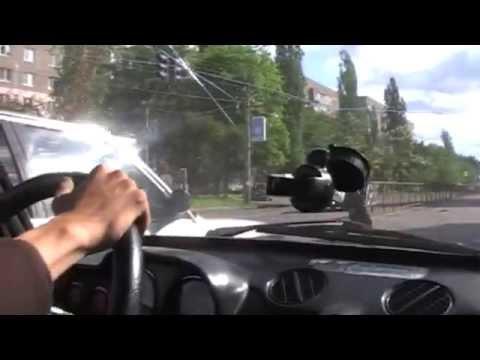 BMW 325 vs VAZ 2106