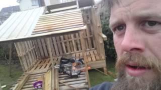 getlinkyoutube.com-Pallet playhouse for the kids. part 1