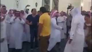 getlinkyoutube.com-شباب مصري راحو فرح سعودي شوف عملو ايه في الفرح