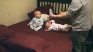 getlinkyoutube.com-Video lucu dan gemesin bayi kembar